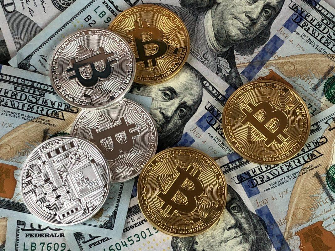 bitcoin, dolár, kryptoměny
