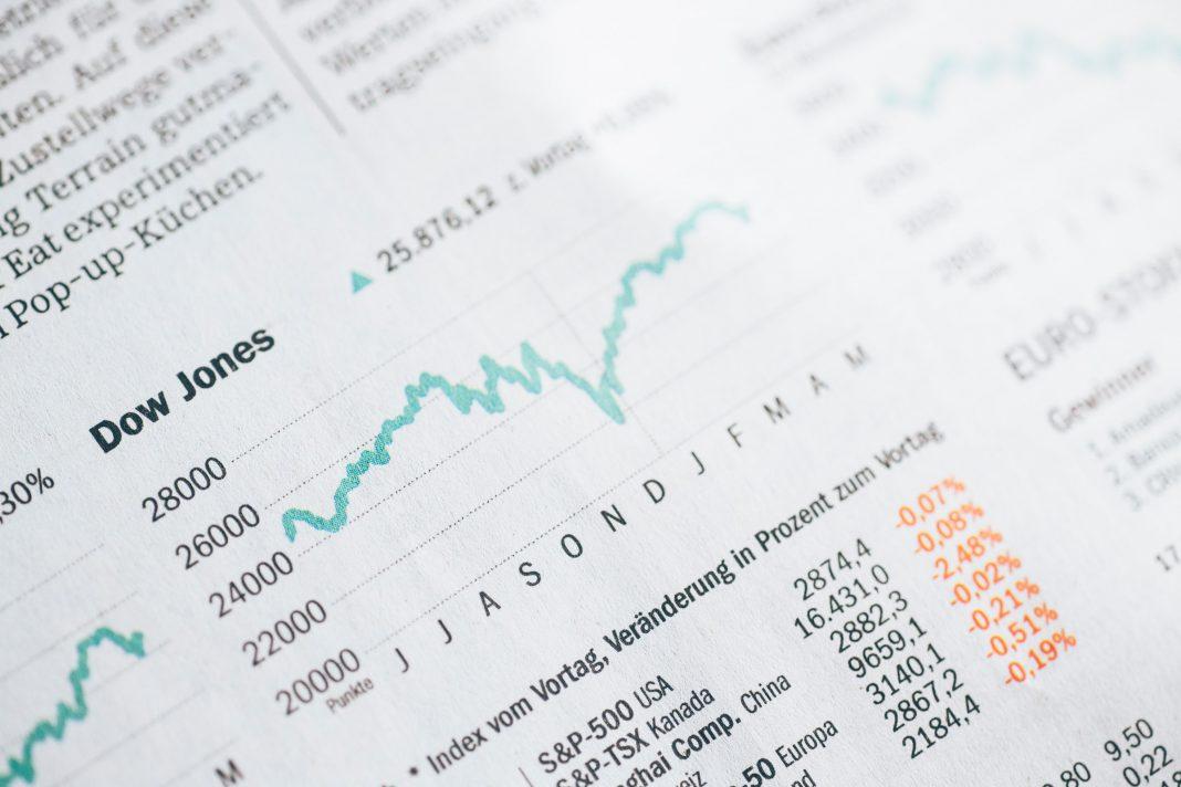 Autor teórie čiernej labute Taleb varuje: na akciových trhoch rastie tail risk