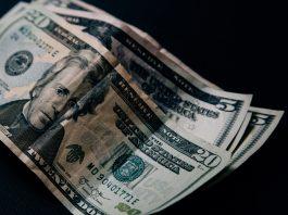 Dolár ďalej stráca. Zráža ho politika Fedu aj výroky Donalda Trumpa
