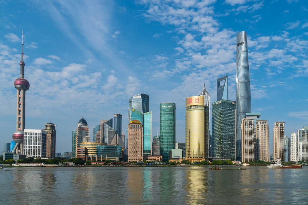 Čínske a hongkonské akcie rastú, japonské klesajú