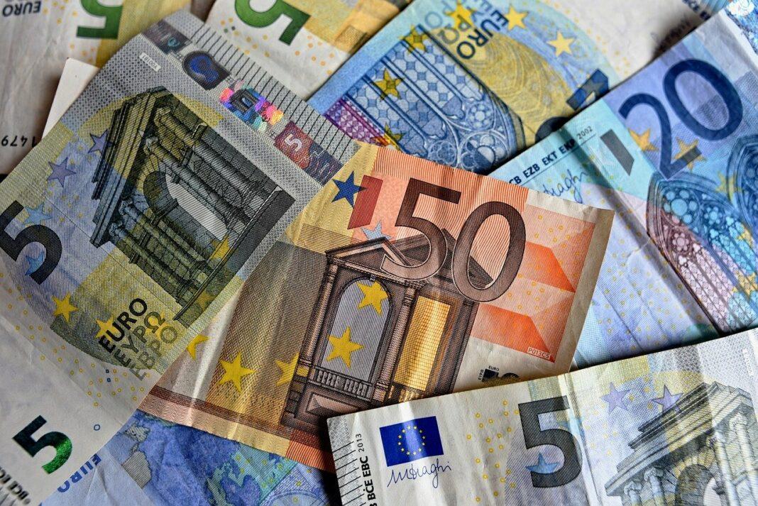 peniaze, euro, eura